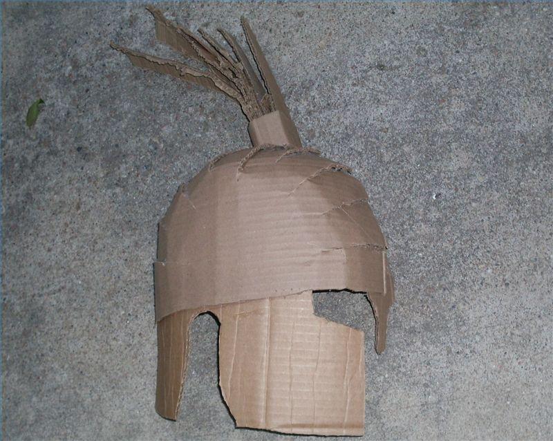 19ed1110869c5 Cómo hacer un casco espartano de cartón