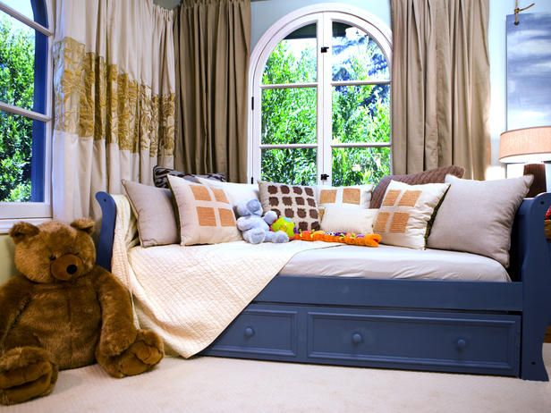 Love this! Daybed with storage for a child's room. Via hgtv.com