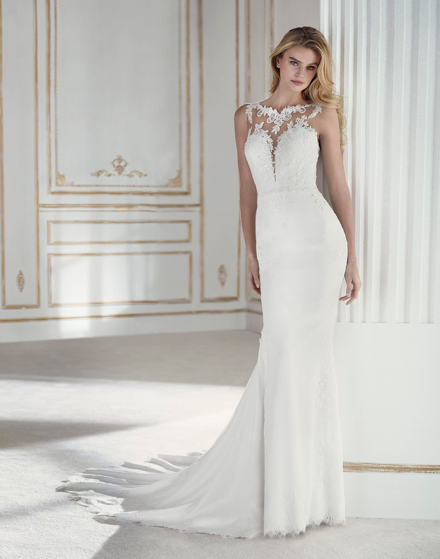 La sposa pandora wedding dress  PALADIA  The figurehugging crepe skirt is paired with a tulle and