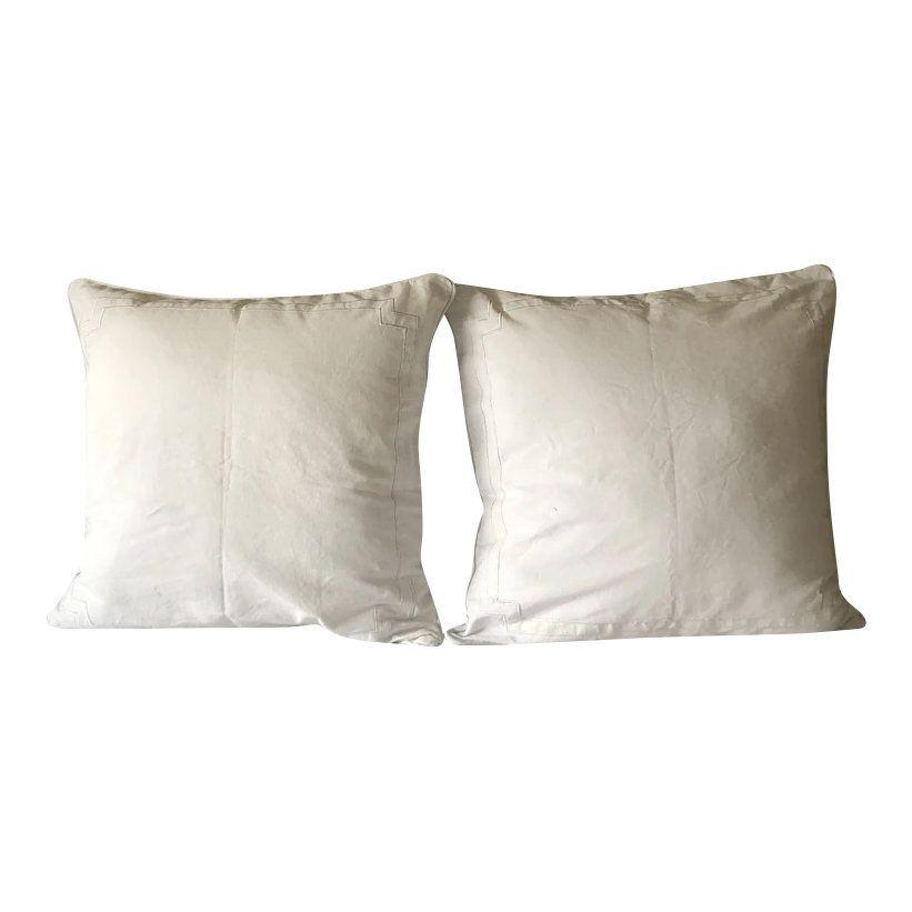 Body pillow, White pillows