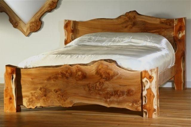 Holzbett rustikal hoch  Nachhaltige Möbel-Bett rustikal-skulpturelle ästhetik-ausgefallen ...