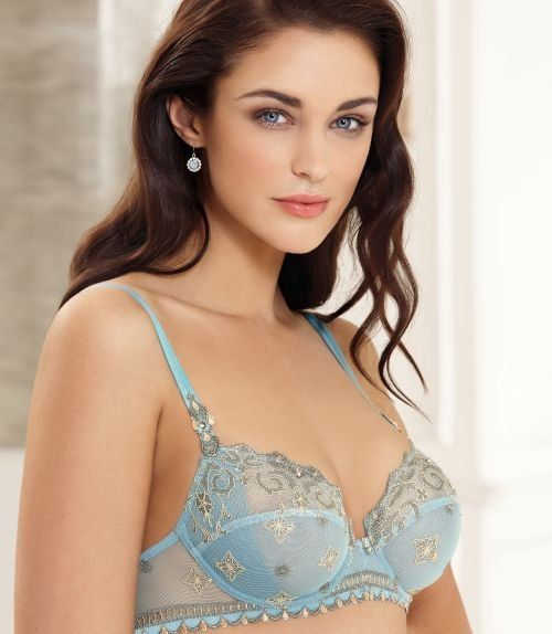 Lise Charmel Princesse Gothique -- 5 Signs You're Wearing The Perfect Bra