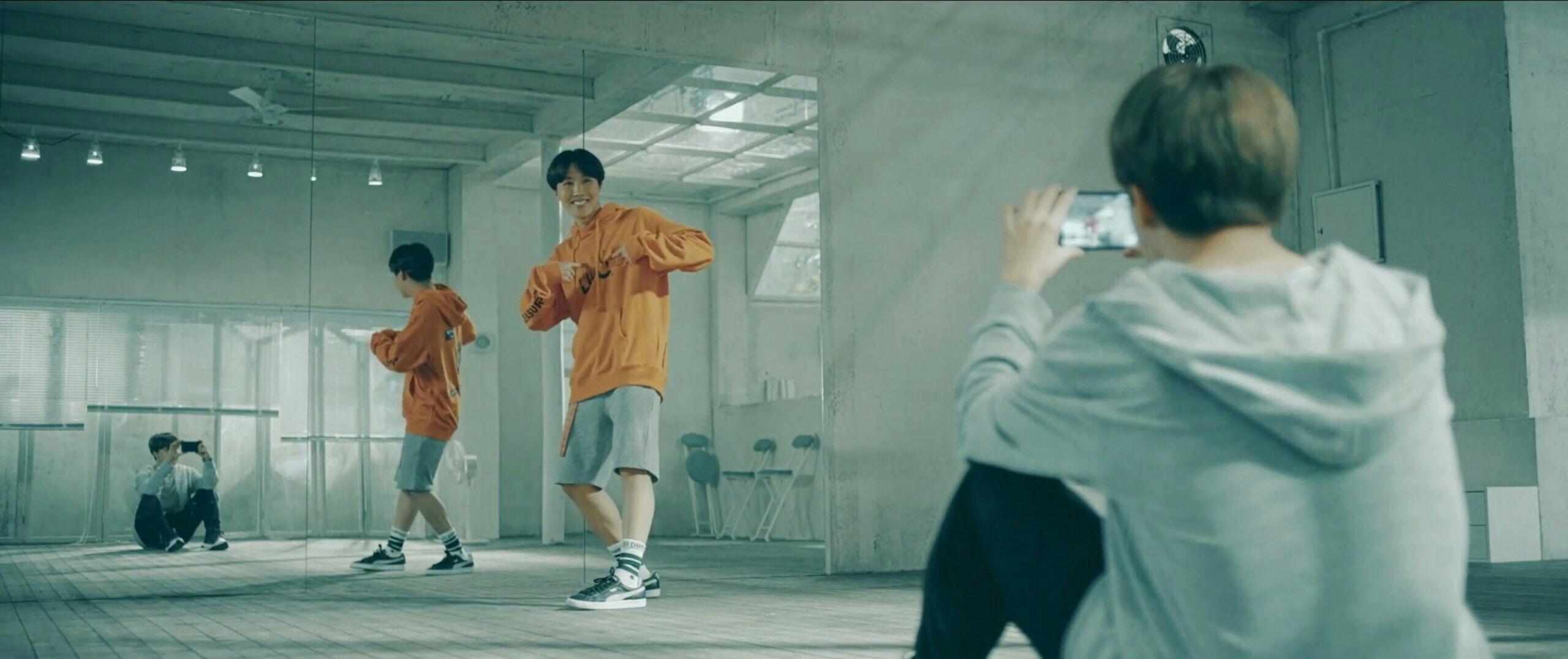 Resultado de imagem para bts love yourself jhope dancing