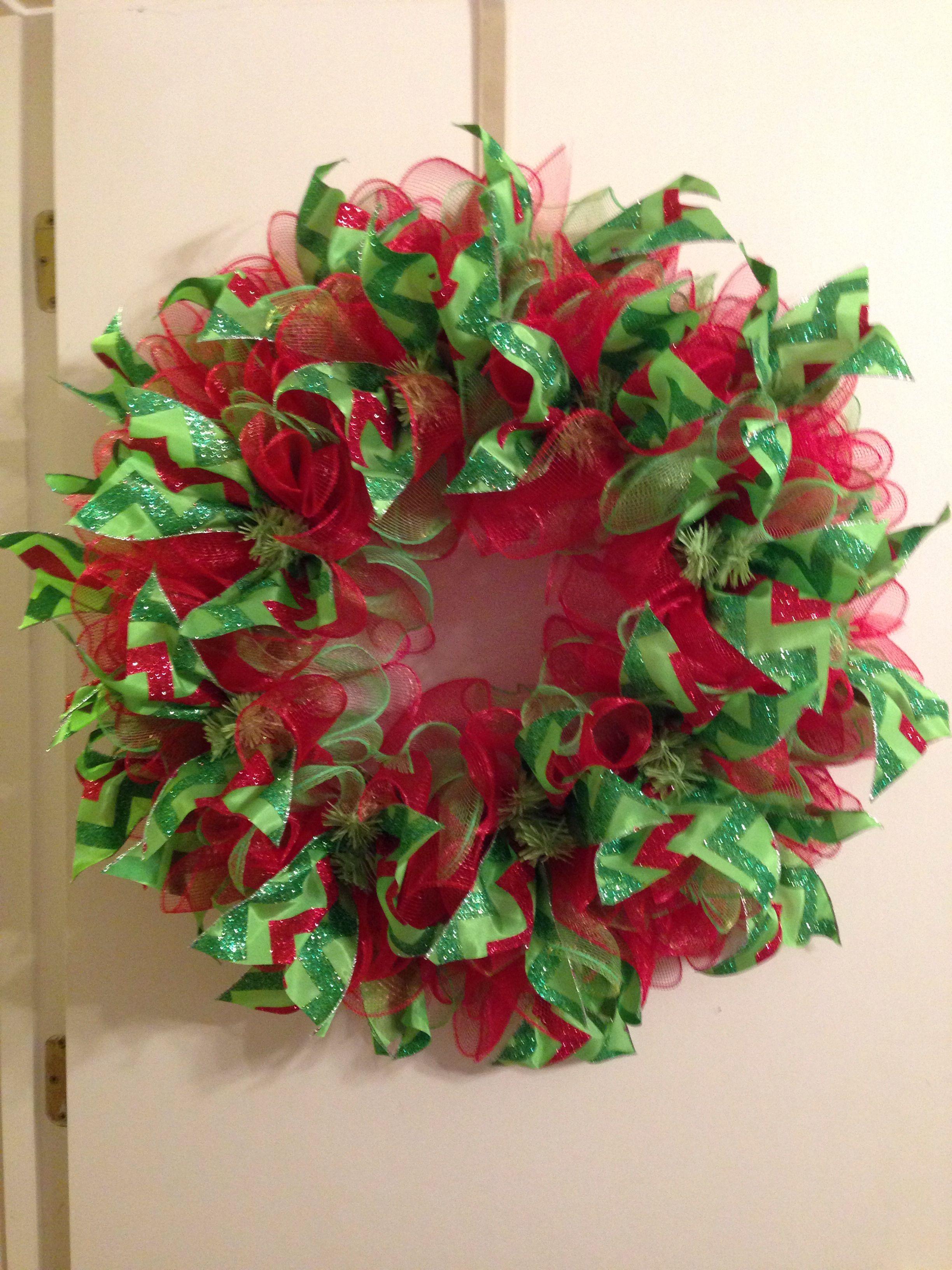 Christmas deco mesh ruffle wreath! #chevron