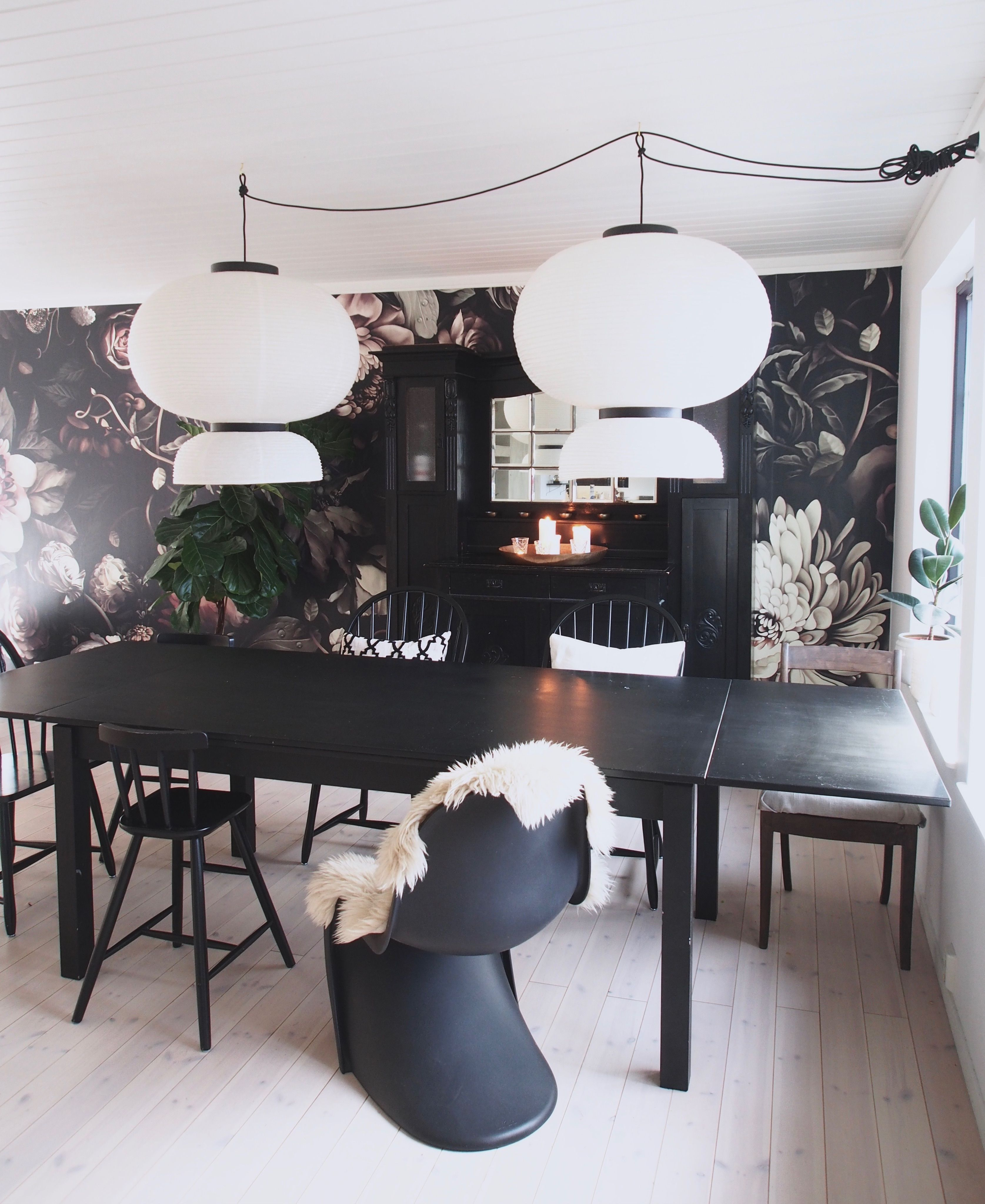 Black floral print wallpaper dark floral wallpaper by ellie cashman - Ellie Cashman Dark Floral Ii Black Desaturated Xxl 300 Wallpaper