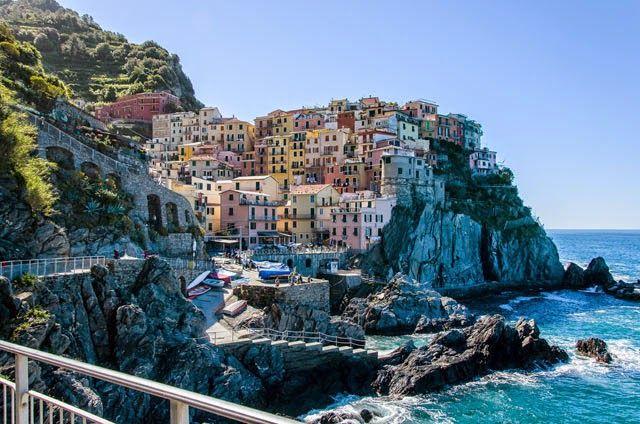 Manarola, construido sobre una roca a 70 metros sobre el nivel del mar, es un precioso pueblo pesquero y vinícola de Cinque Terre. Italia