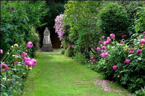 Athelhampton House: A Reader\'s Historic Tudor in England | Queen ...