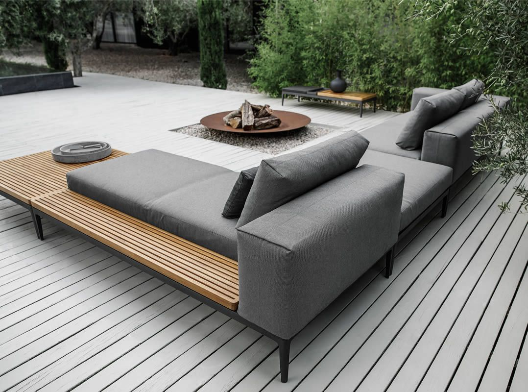 terrasse outdoor sofa feuerstelle holz modern terrassengestaltung pinterest garten. Black Bedroom Furniture Sets. Home Design Ideas