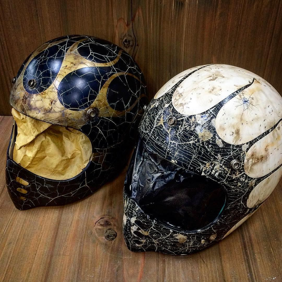 Which Do U Like Better Baconhelm Mtx Agingpaint Beetlehelmet Paint Helmet Cracking Crackpaint Motorcyclehelmet Chop バイクのカスタムヘルメット カスタム ヘルメット オートバイの服装