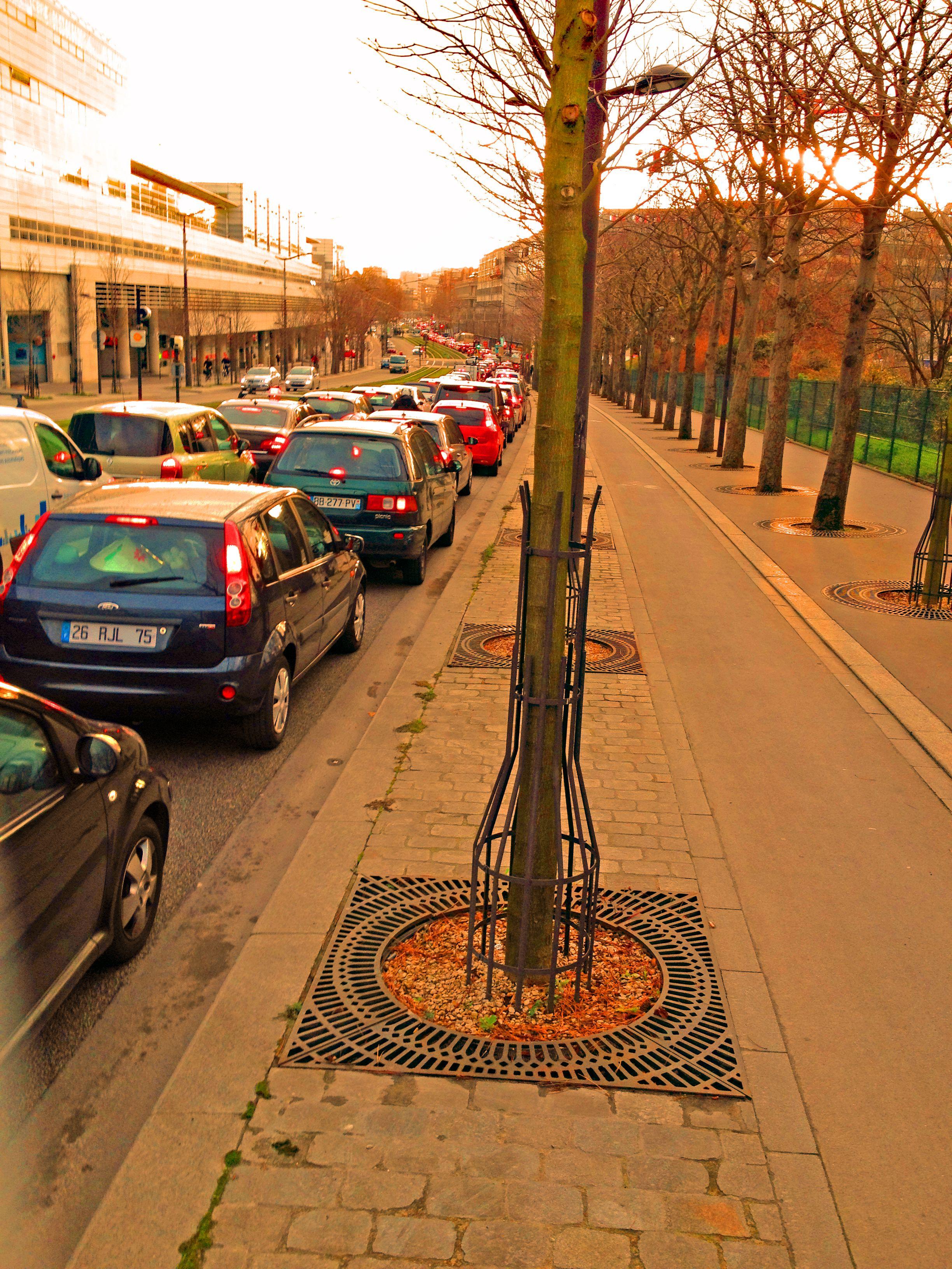 #Embouteillage #paris #lundimatin heureusement qu'on était à #vélo !!!