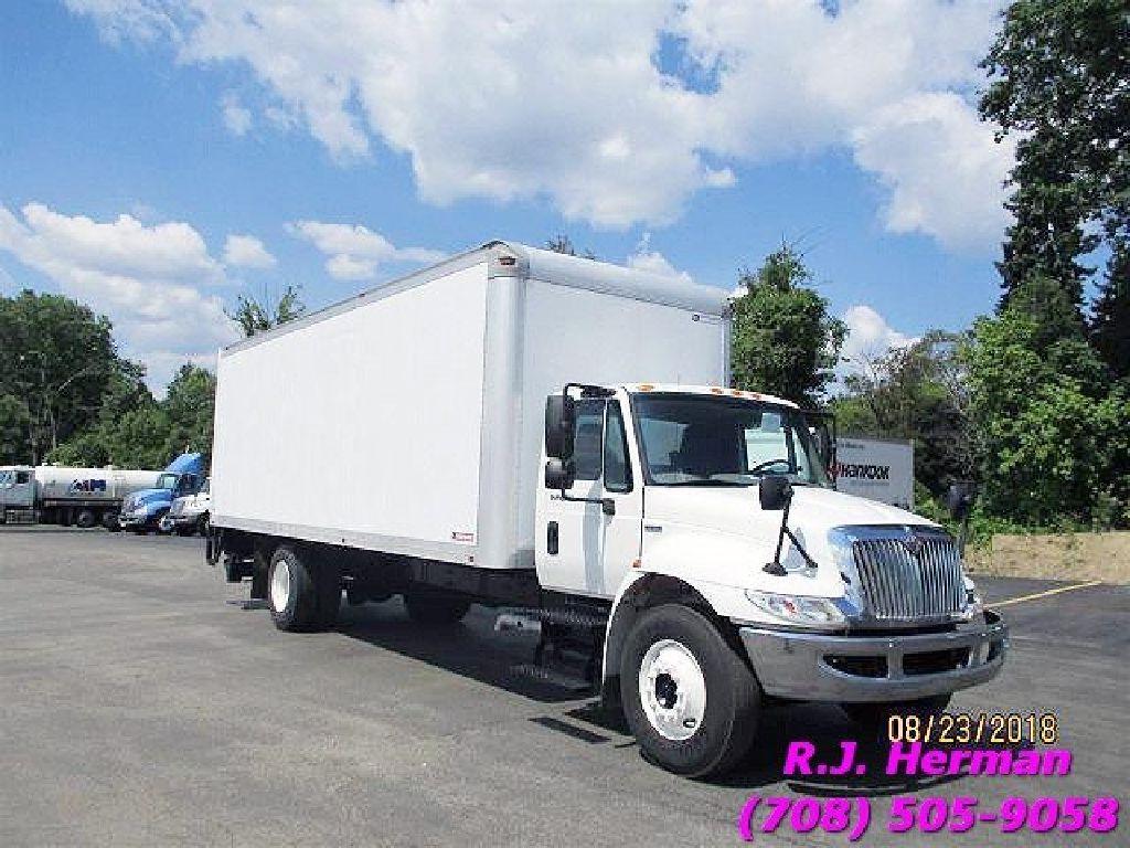 2009 Navistar 26ft Non Cdl Automatic Straight Truck Con