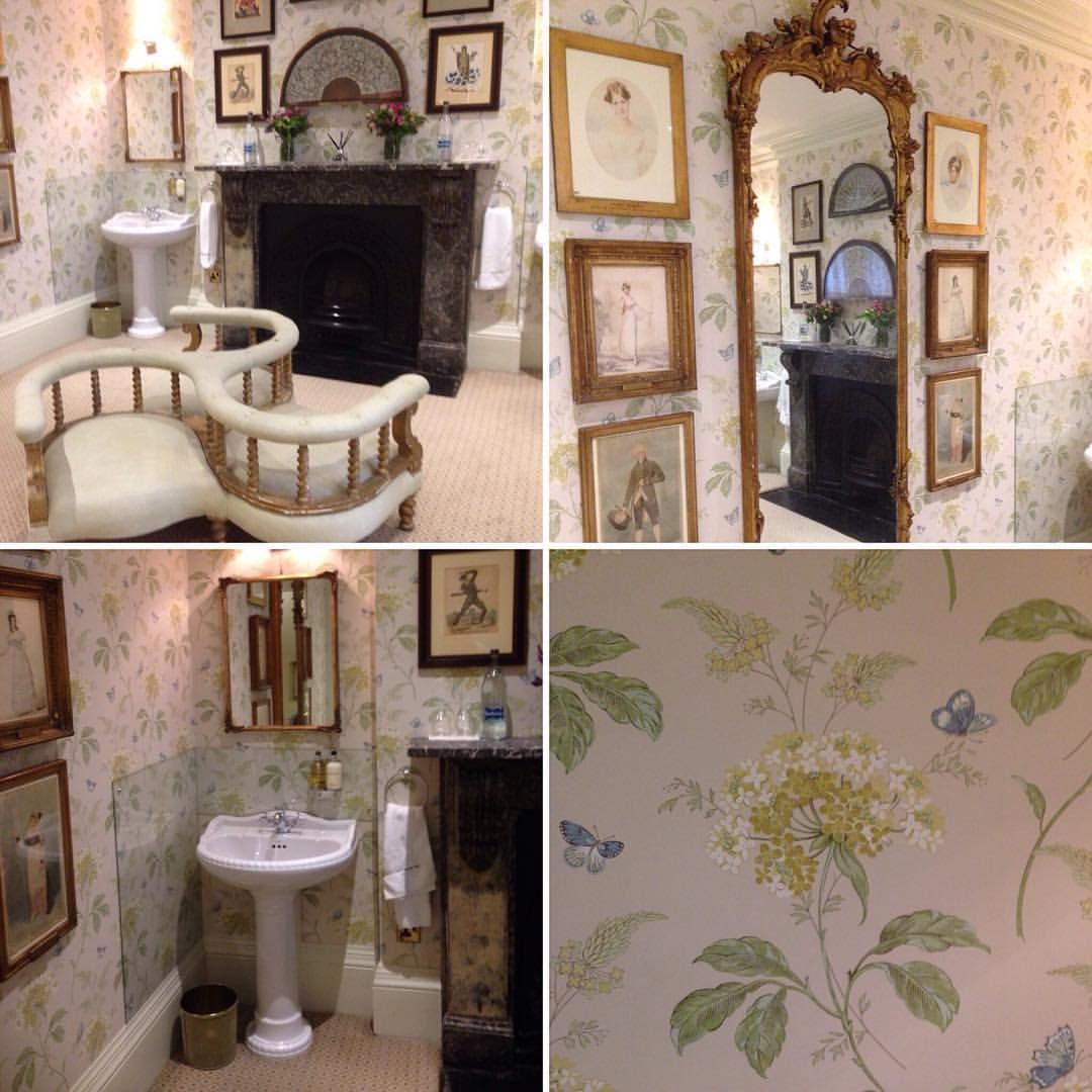 This must be the prettiest ladies powder room in London! And what's odd is that it is in one of the most traditional gentlemen's clubs in London where women are still not allowed to be members! #traditional #club #wallpaper #interiordesign #luxury #powderroom