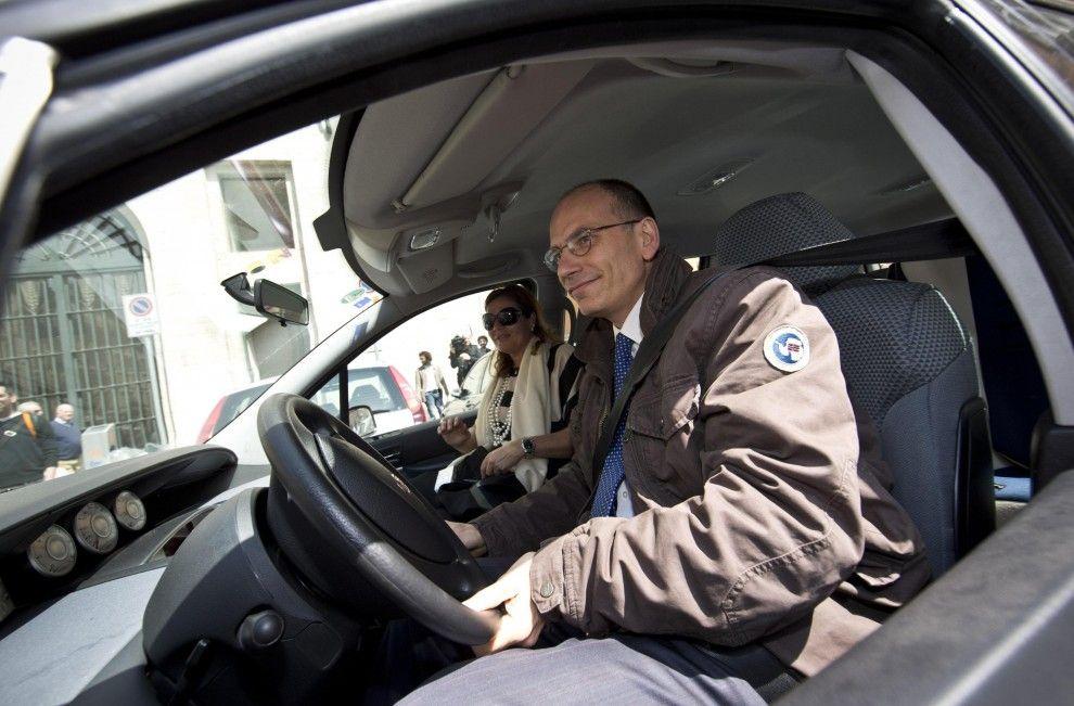 Enrico Letta è arrivato al Quirinale guidando la sua Fiat Ulisse.