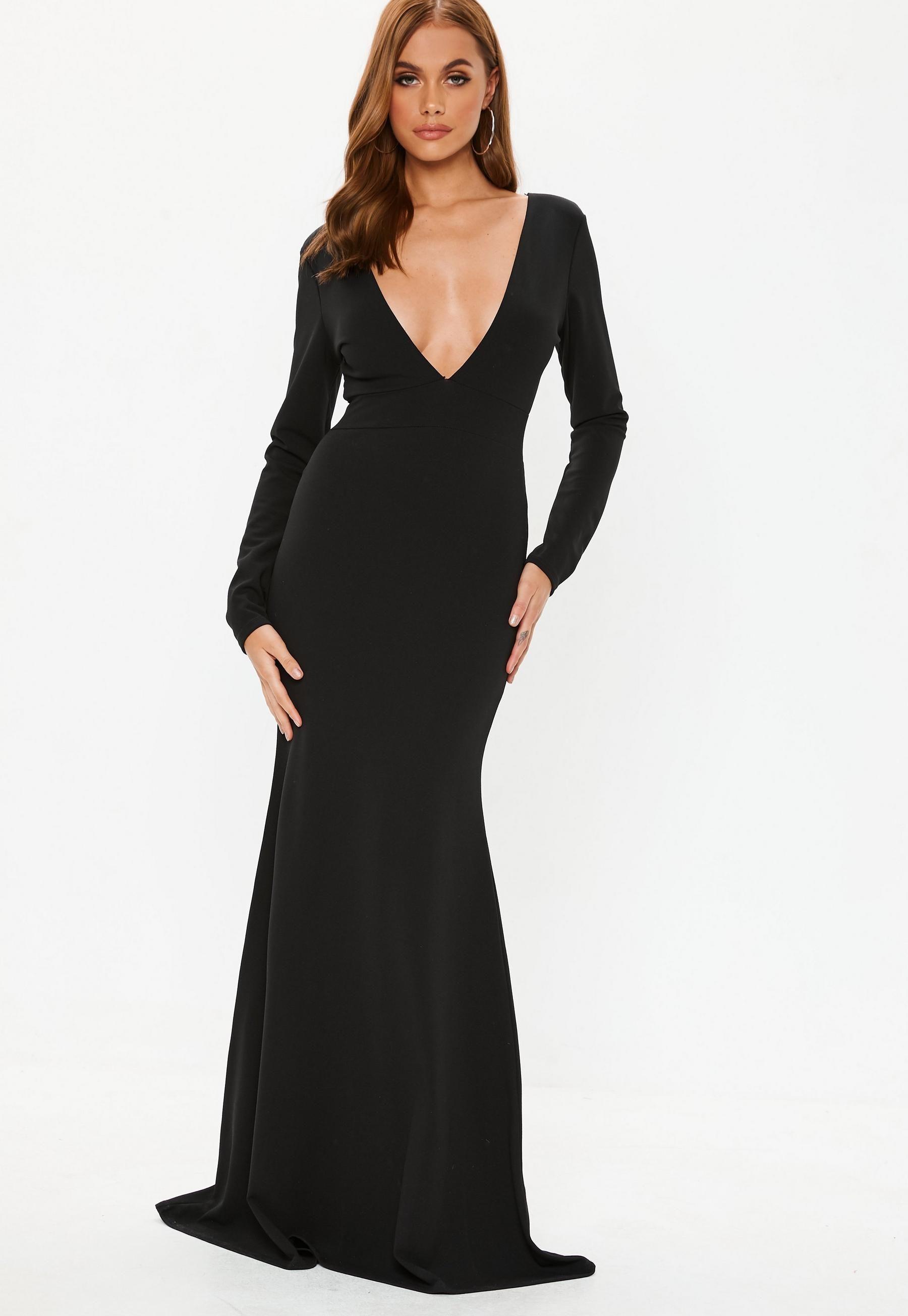 98768f0993 Czarna sukienka maxi z głębokim dekoltem