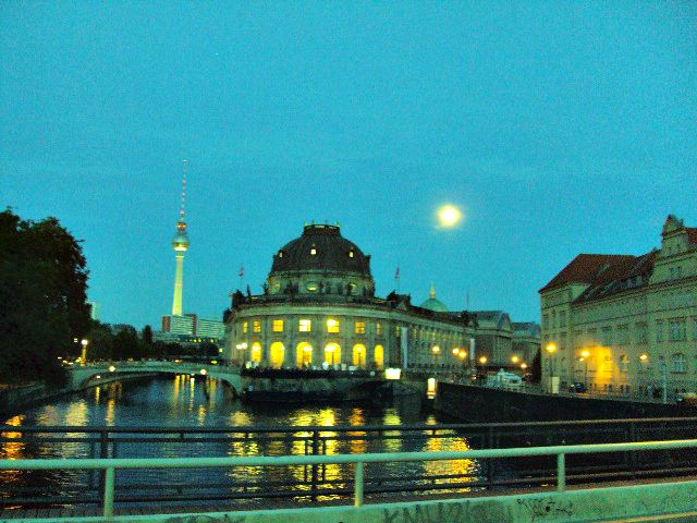Museumsinsel bei Vollmond, Berlin