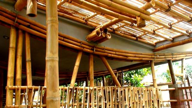 A Green House Of Harmony And Balance In The Heart Of Ubud Bali Sustainable Home Bamboo Building Bamboo Architecture