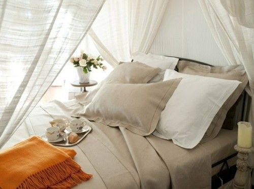 Glamorous canopy beds for romantic and modern bedroom