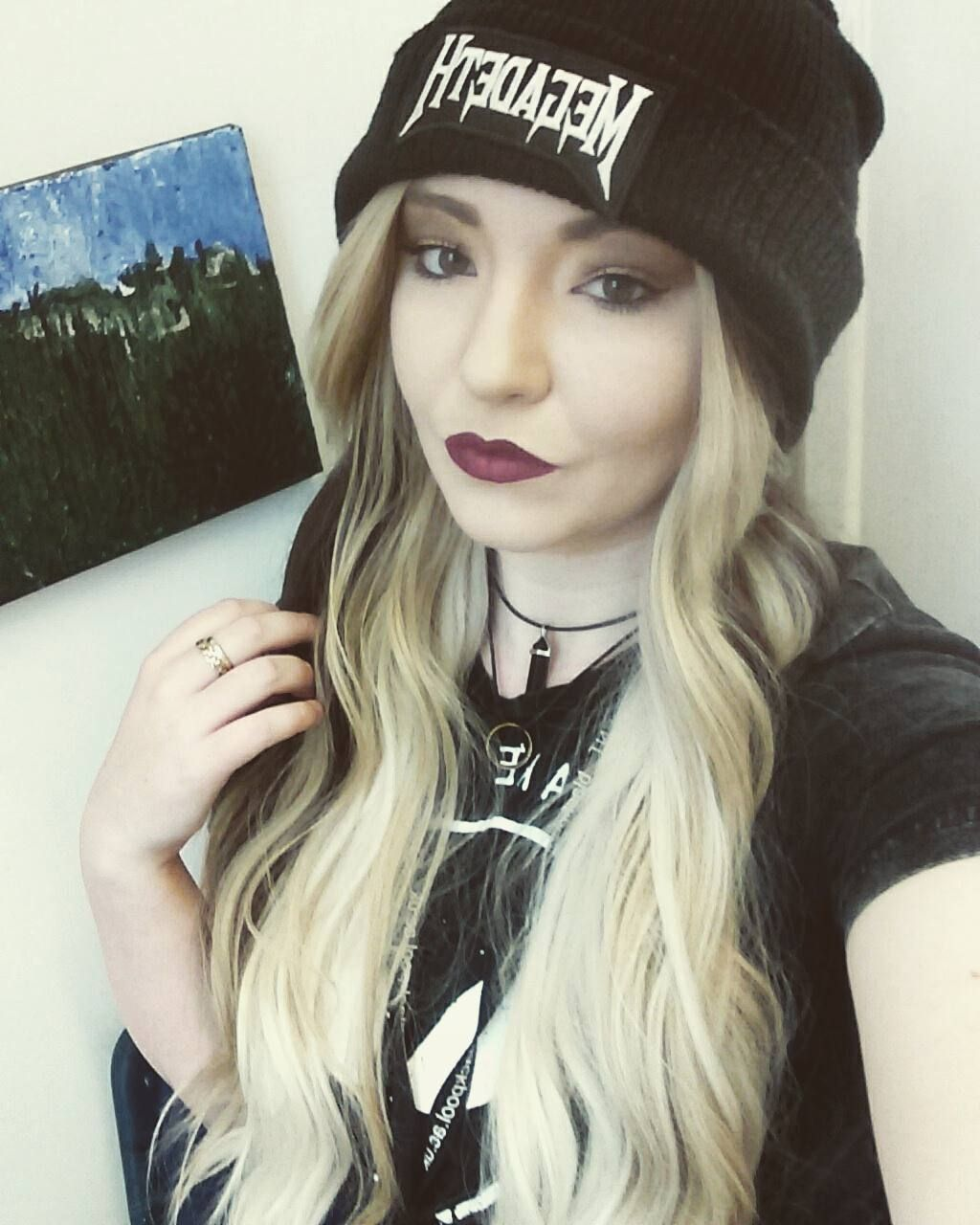 Another day at uni today. I'm soooo behide but next week is the hoildays. So hopefully I'll be able to catch up.... Hopefully #selfie #portrait #blondehair #mixedhair #toffee #lushwigs #lushwigstoffeelatte #lipstick #purplelipstick #megadeath #beanie #choker #alternativegirl #alternative #metalghead by charlottealicecollier