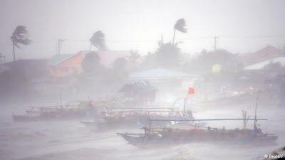 jucelino luz ( 15 ) : Typhoon menace Philippines et de la force de 950.0...