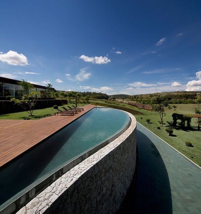 Casa Quinta da Baronesa, Brasil. Super contemporânea por Studio Arthur Casas. || Contemporary Country House in Brazil. Quinta da Baronesa project by Arthur Casas. @arthurcasas