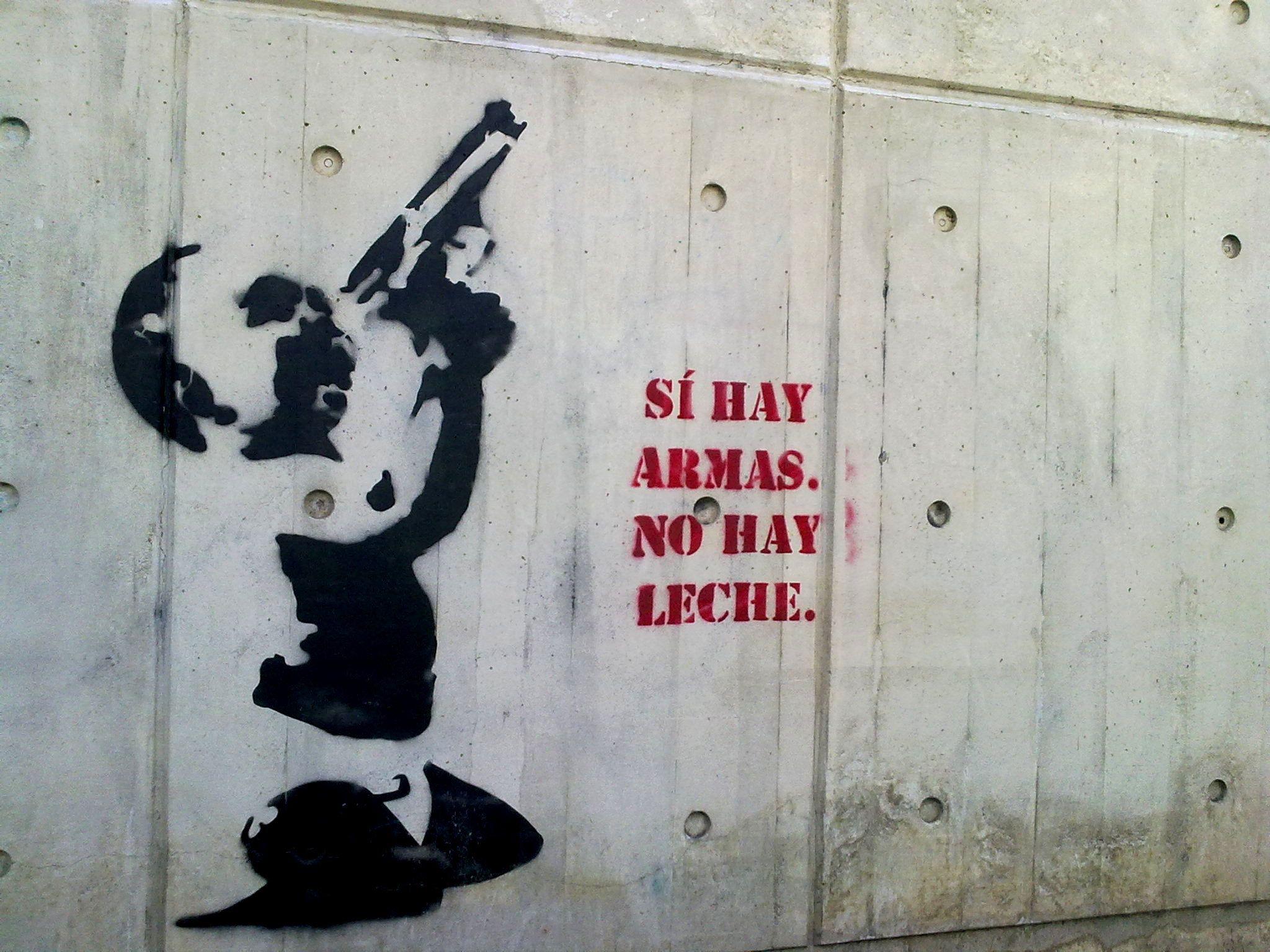 Graffiti callejero en la Torre Empresarial Bello Monte - Caracas.