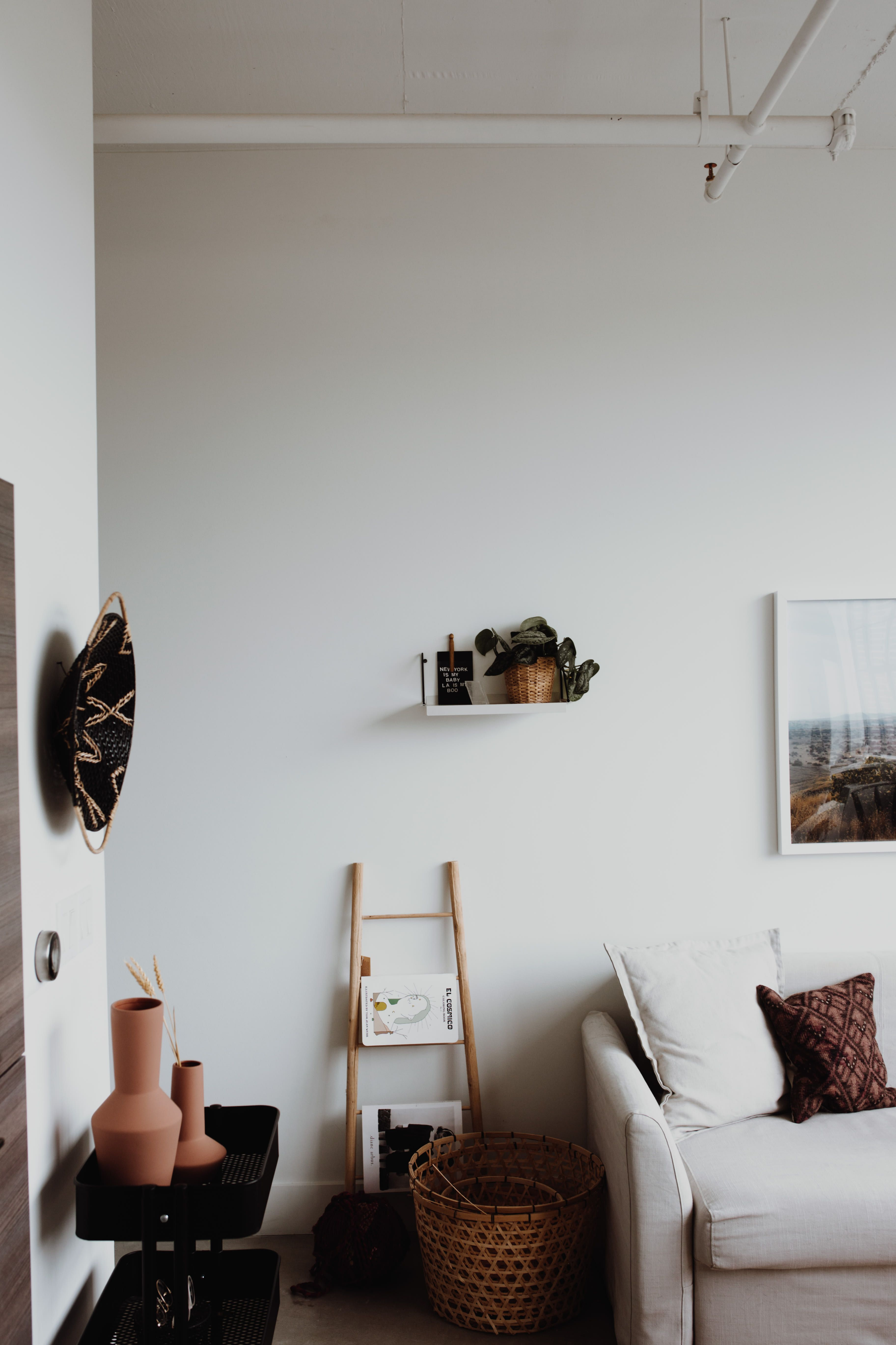 A Small Atlanta Loft Is A Warm Mix Of Modern And Minimal Apartment Inspiration Interior Atlanta Apartments