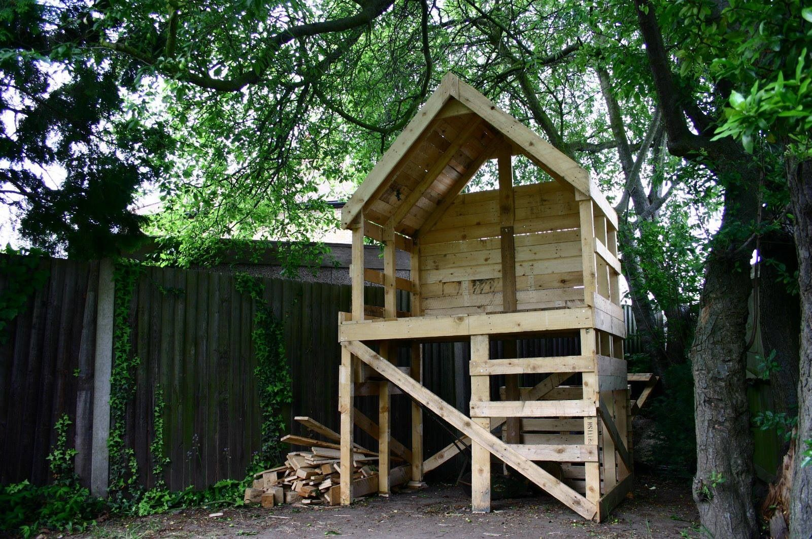 Kids Dream Hut Pallet Tree Houses Backyard Pallet Tree
