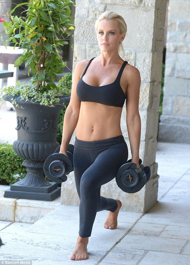She's her own personal trainer! Jenny McCarthy spices up ...