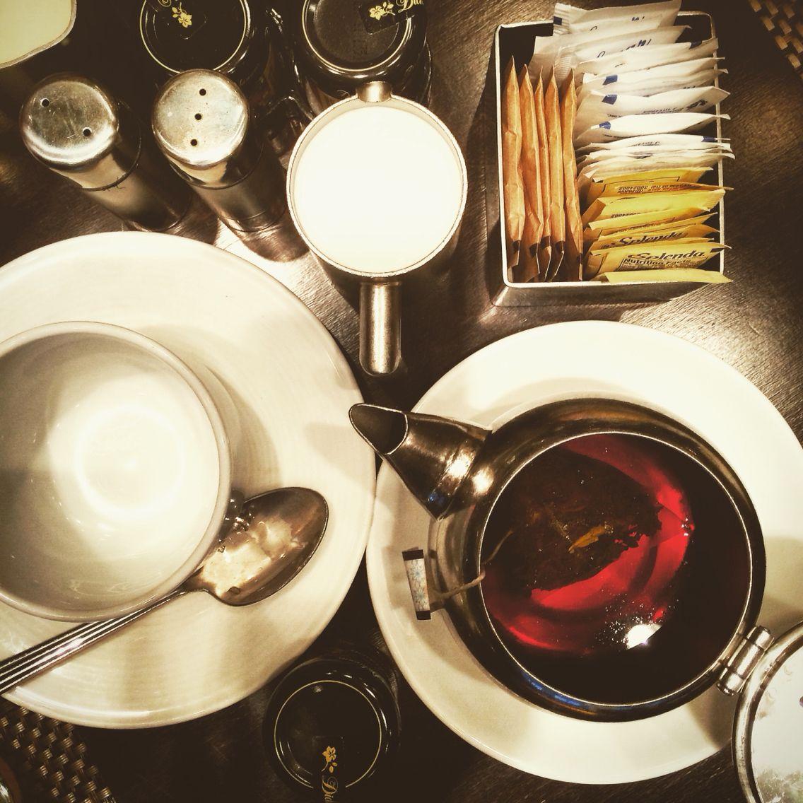 Vintage teestube tea time at chicagous warwick allerton hotel  pure nostalgia