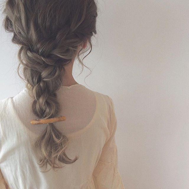 明日3月1日(火)より 5月末までのヘアセット、早朝ご予約も含めてのご予約を受け付けさせて頂きます♡(*^^*) ヘアセットのご予約はお電話のみとなっておりますのでよろしくお願いいたします。  いつもありがとうございます(>_<) #愛知#名古屋 #hair#hairarrange#hairstyle#arrange#wadami_arrange#ヘアスタイル#ウェディング#ブライダル#ヘアアレンジ#ヘア#アレンジ#ファッション#ヘアメイク#メイク#美容師#美容室#LOREN#lorensalon