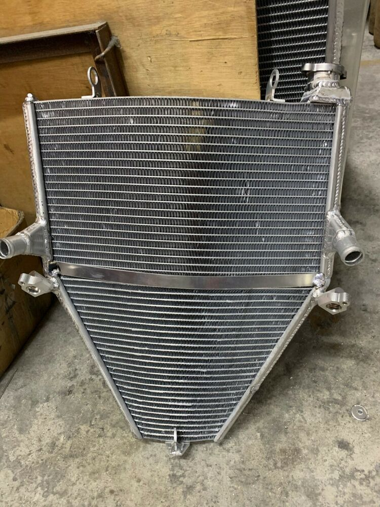 Radiator for 2005 Lincoln LS Without Built In Transmission Oil Cooler