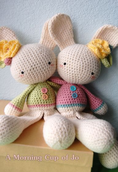 Twin ami bunny sisters by A Morning Cup of Jo #diy #crafts www.BlueRainbowDesign.com