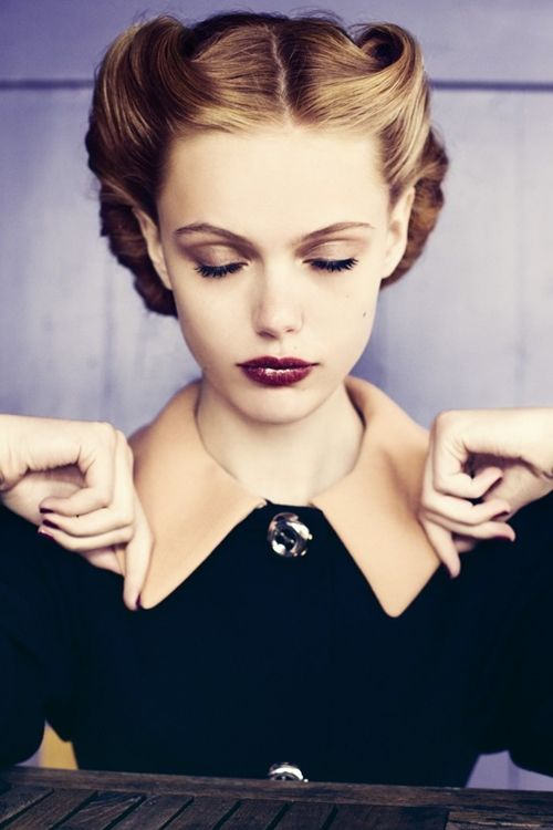 1940 s hair love this!! Find this Pin and more on Look at all that Hair by Suzy  Brewer. 76e6aeacdf29