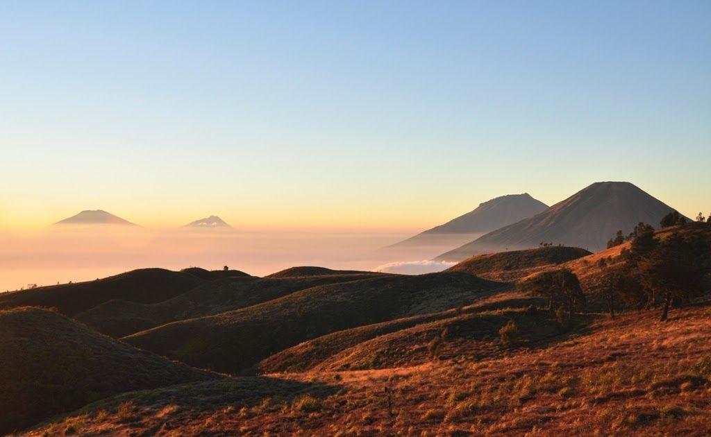 14 Pemandangan Pegunungan Dieng Landscape Alam Danau Kawah Sunirse Candi Hingga Alam Pegunungan Dieng Plateau Terletak Di A Di 2020 Pemandangan Bangsa Belanda Danau