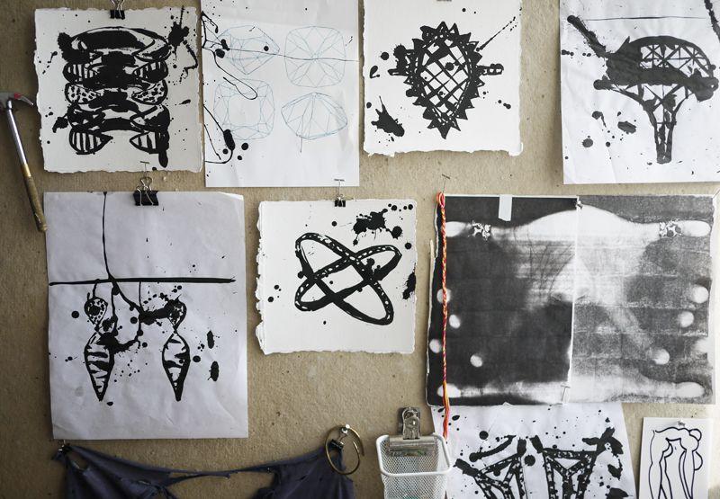 pin by sophie j nsson on inspiration og krea pinterest sketches studio and ink drawings. Black Bedroom Furniture Sets. Home Design Ideas
