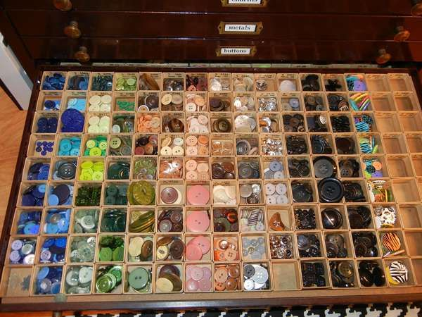 Love love love this way to store buttons!