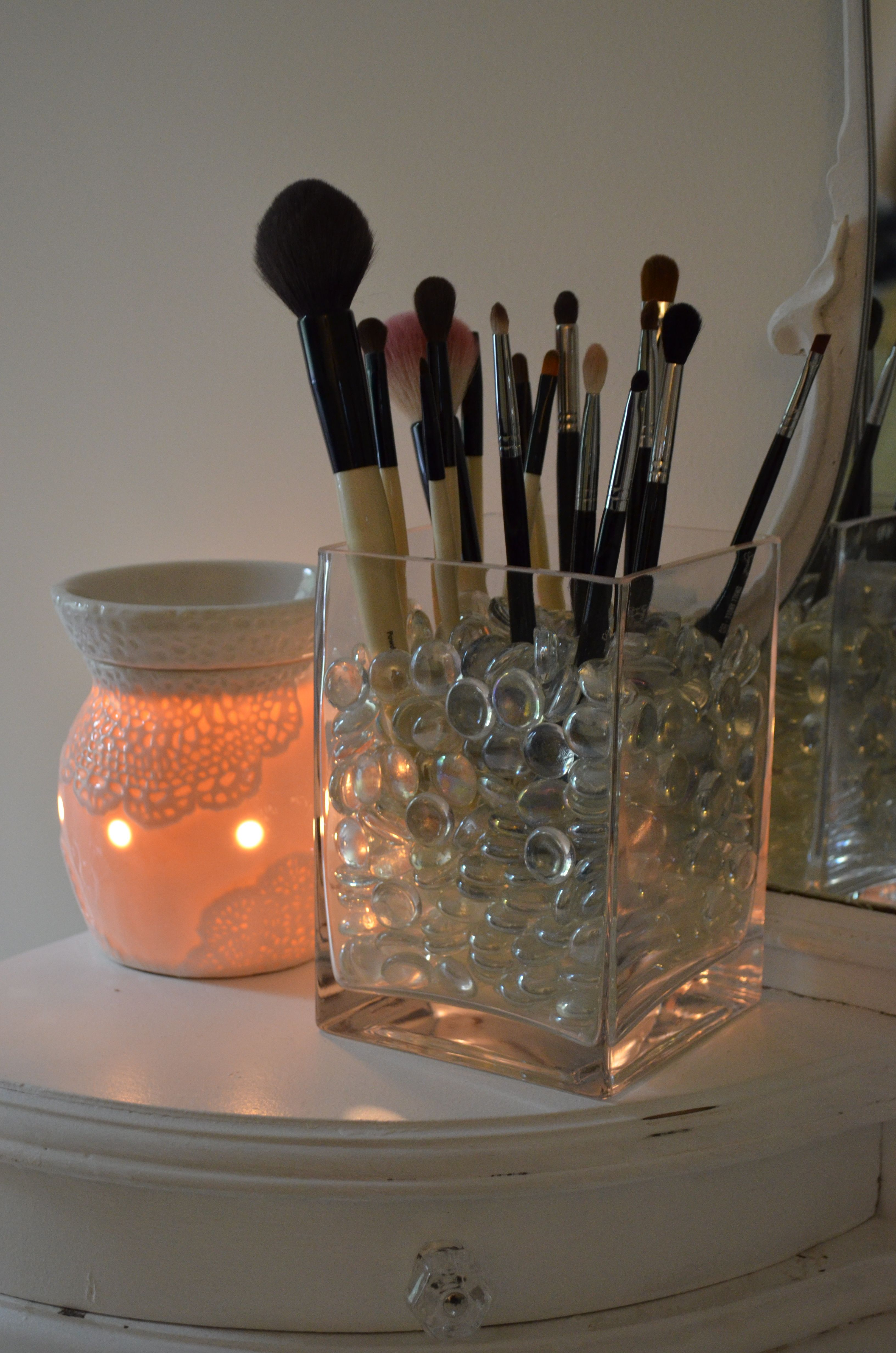 DIY Makeup Brush Holder | Makeup Brushes/Setup | Diy makeup brush, DIY Makeup, Makeup Brushes