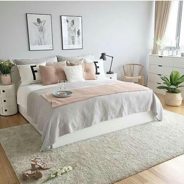 Schlafzimmer Ideen, Wohnen, Wohnzimmerinnenraum, Raumgestaltung, Gold  Schlafzimmer, Deko Ideen, Päarchen, Wohnheim Zimmer, Bettdecken