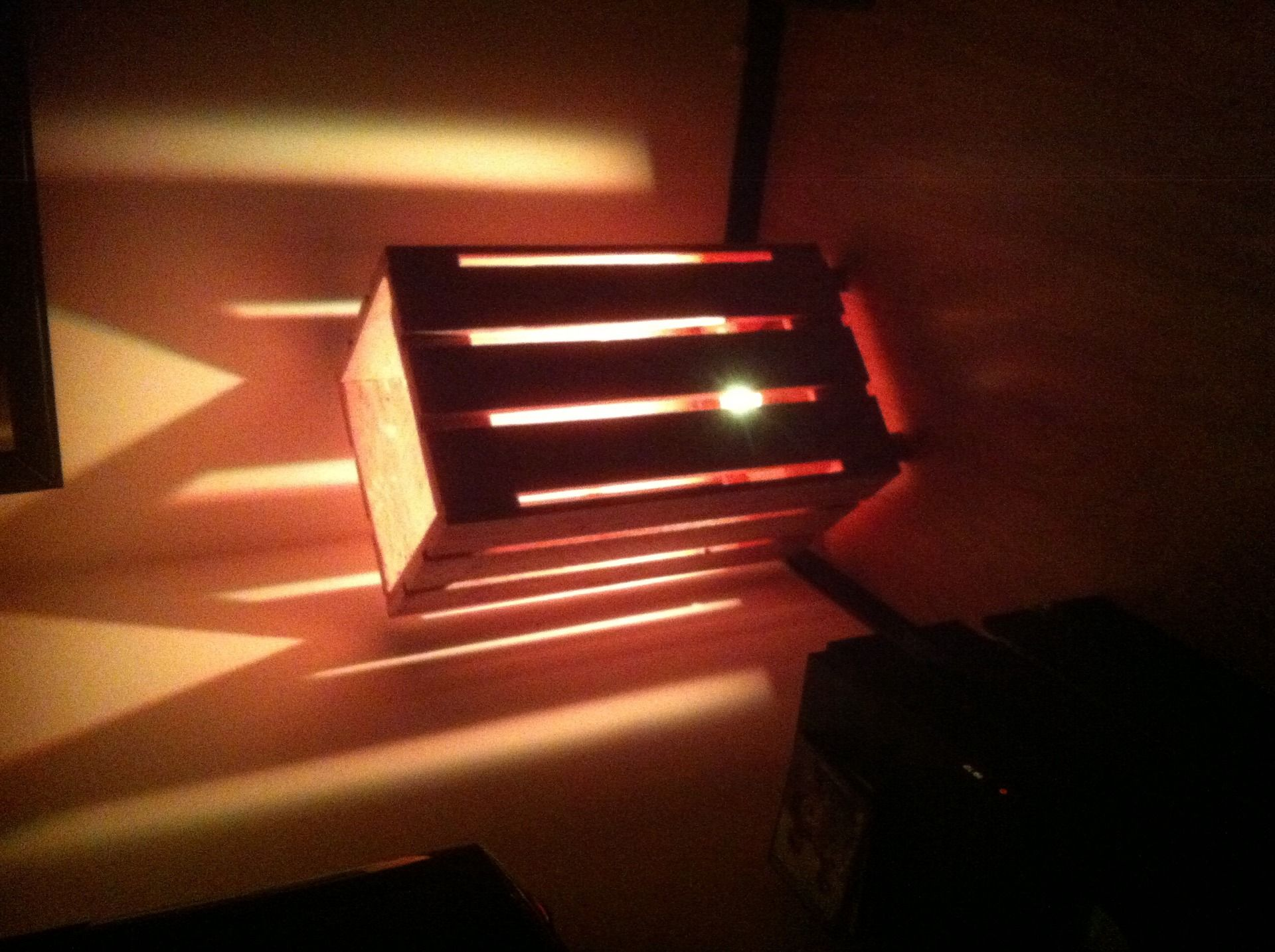 lampe d 39 ambiance design en bois de palette. Black Bedroom Furniture Sets. Home Design Ideas