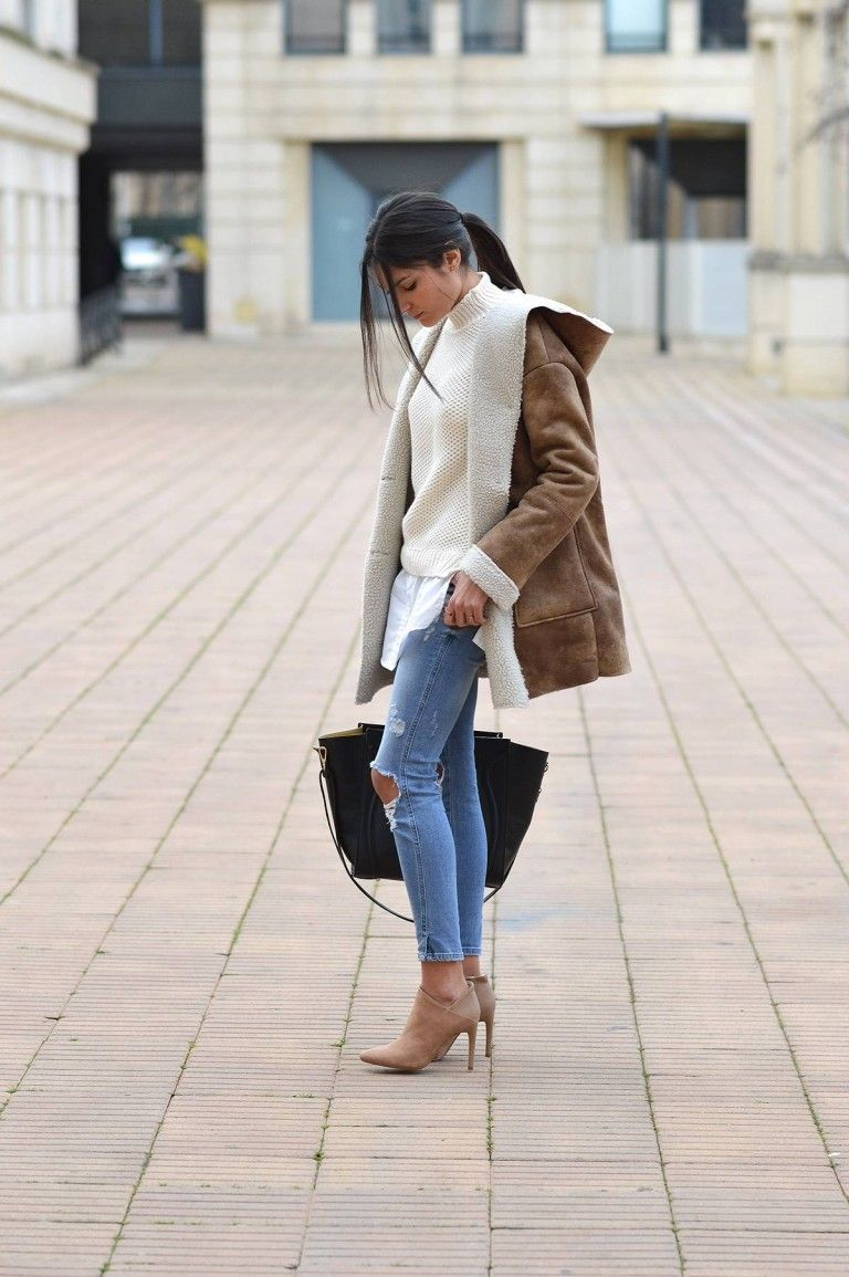 0feaca86bb Federica L. combines the shearling and distressed jeans trend here ...