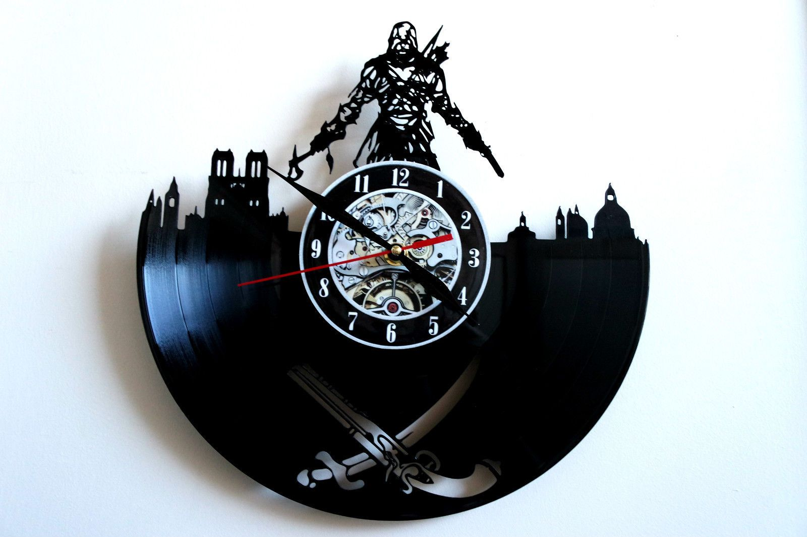 Assassins Creed Design vinyl record wall clock in Maison, Horloges