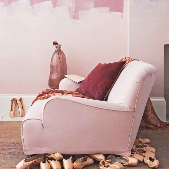 Delicate pink living room | Living room decorating ideas, Room ...