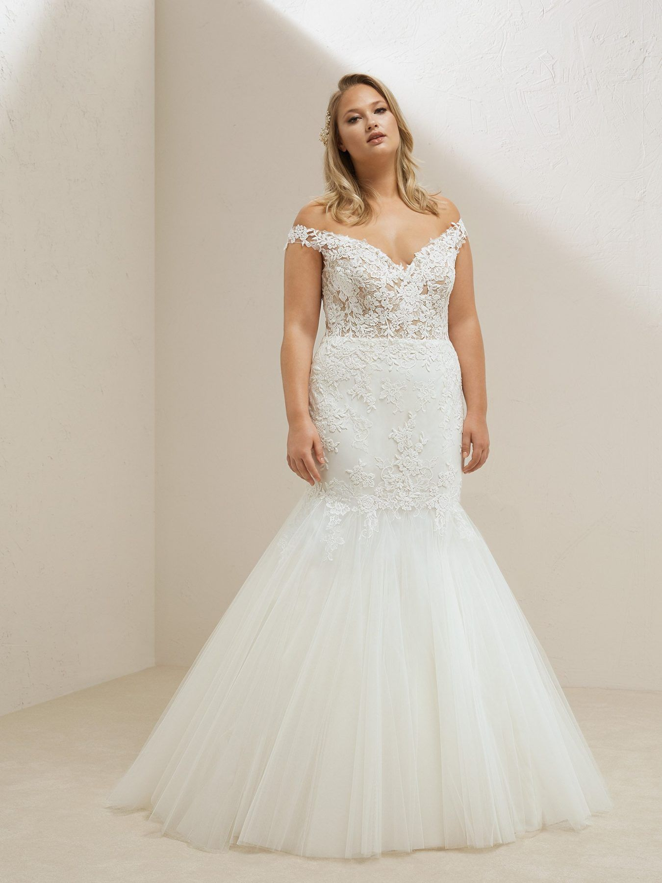 d2d54939cdac8 Lace bodice tulle skirt plus size mermaid wedding dress ...