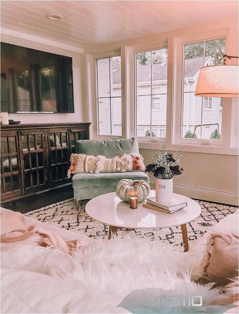 Oct 10, 2019 - 🌞 Such a cozy design!! Photo by Kindred Vintage Co. featuring our Godalming Area Rug #livingroomboho #livingroommodern #homedecorsg #homedecorstore