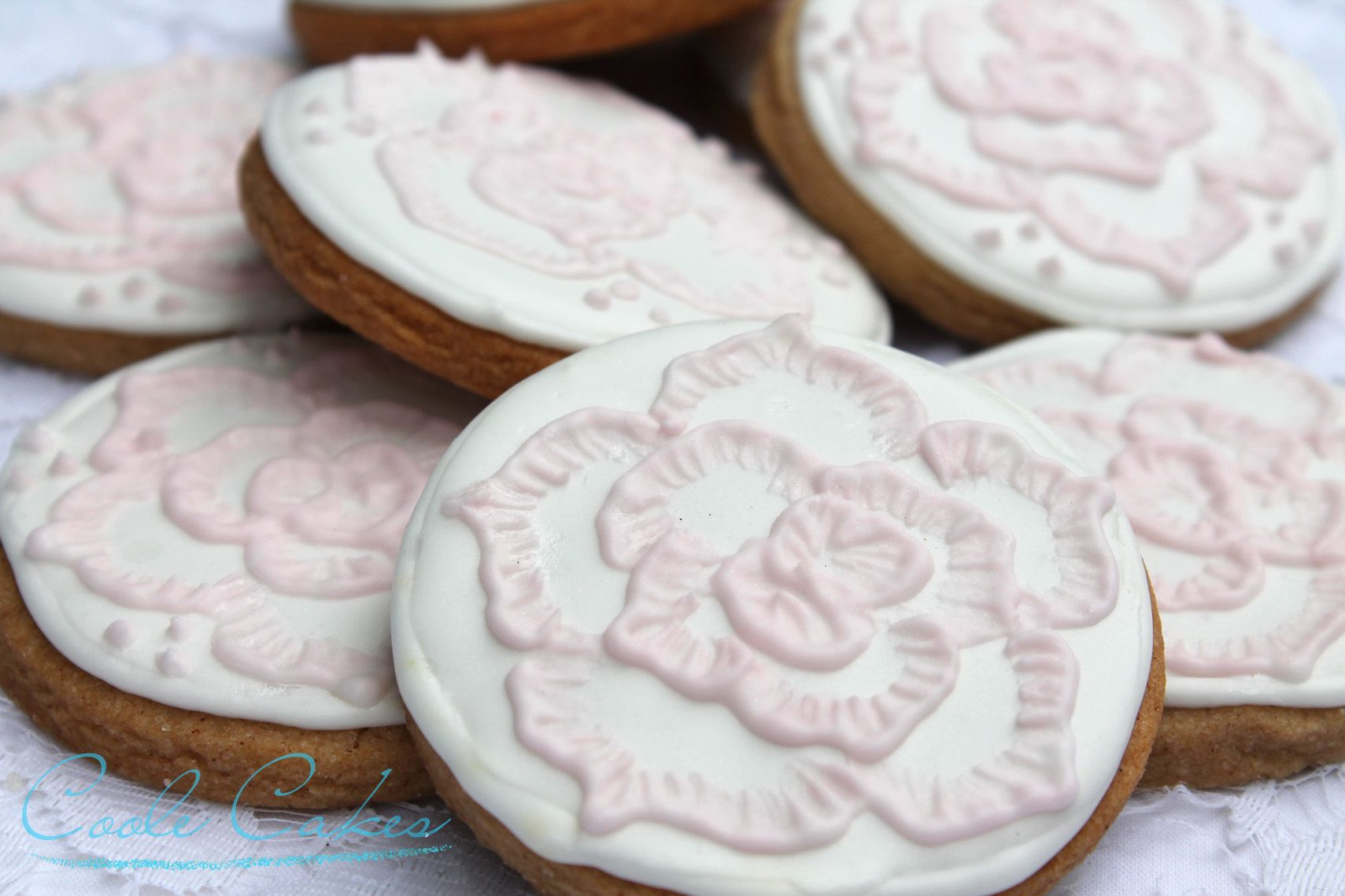 Pink and white rose brush embroidery cookies wedding favours   E-43 ...