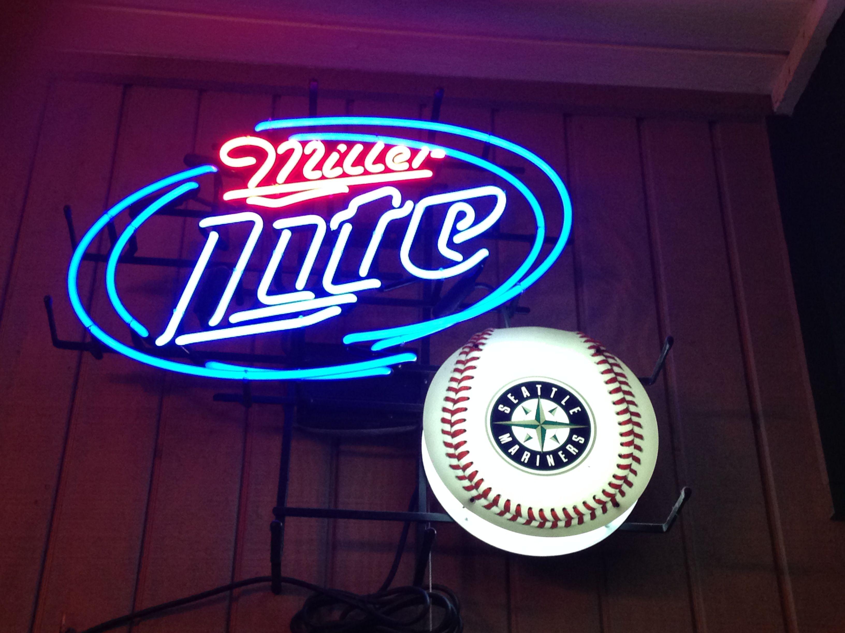 Neon Beer Sign Seattle Mariners Miller Lite | Neon beer
