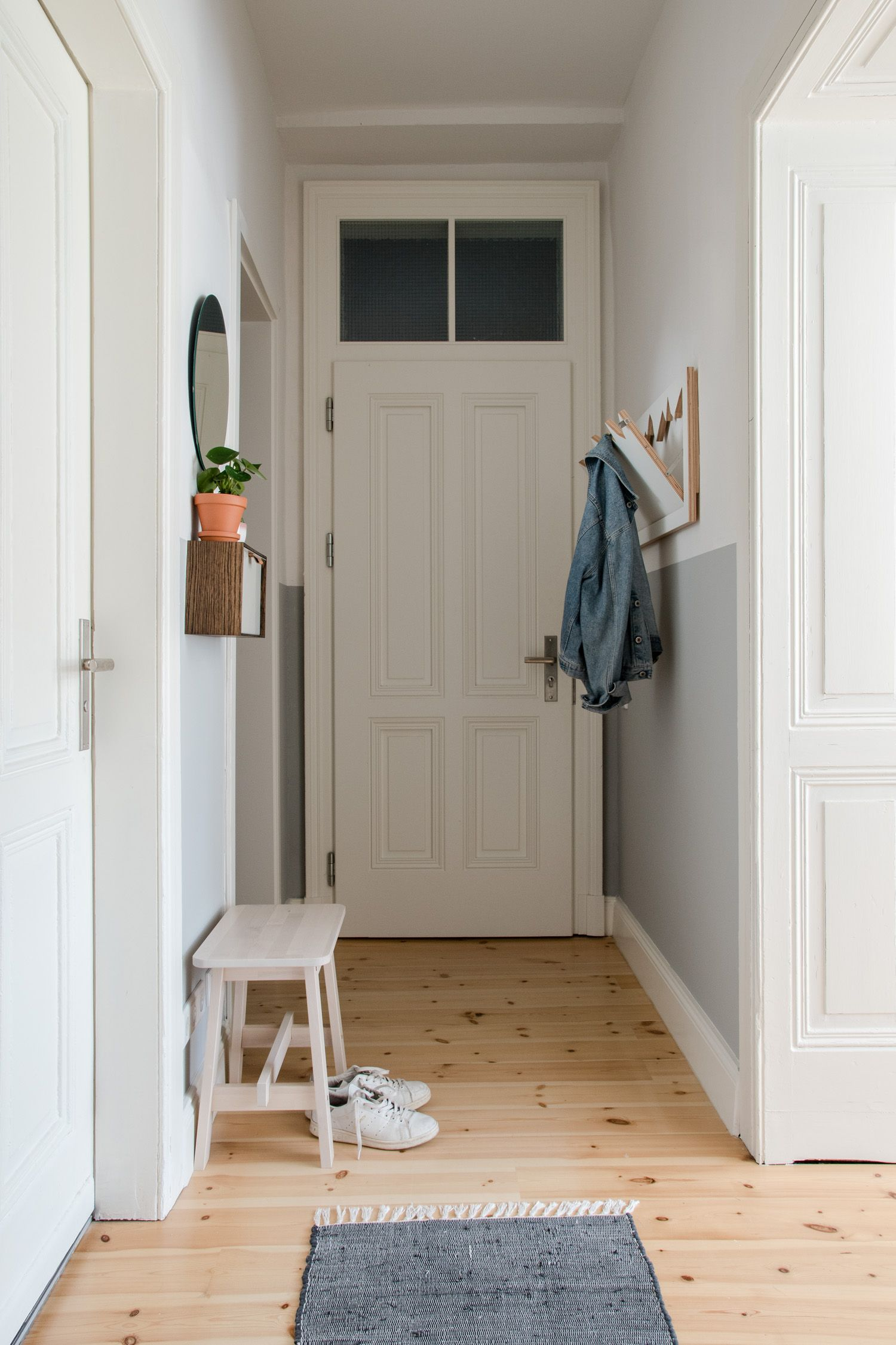 Thatu0027s How You Can Set Up Your Small Entryway: A Perfect Small Wardrobe, A  Little Wooden Bench And A Nice Carpet! Add Some Personal Interior Decor And  ...