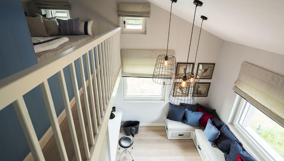 Eines Der Kinderzimmer Begeistert Durch Eine Eingezogene Ebene Mit Bett Unterm  Dach.