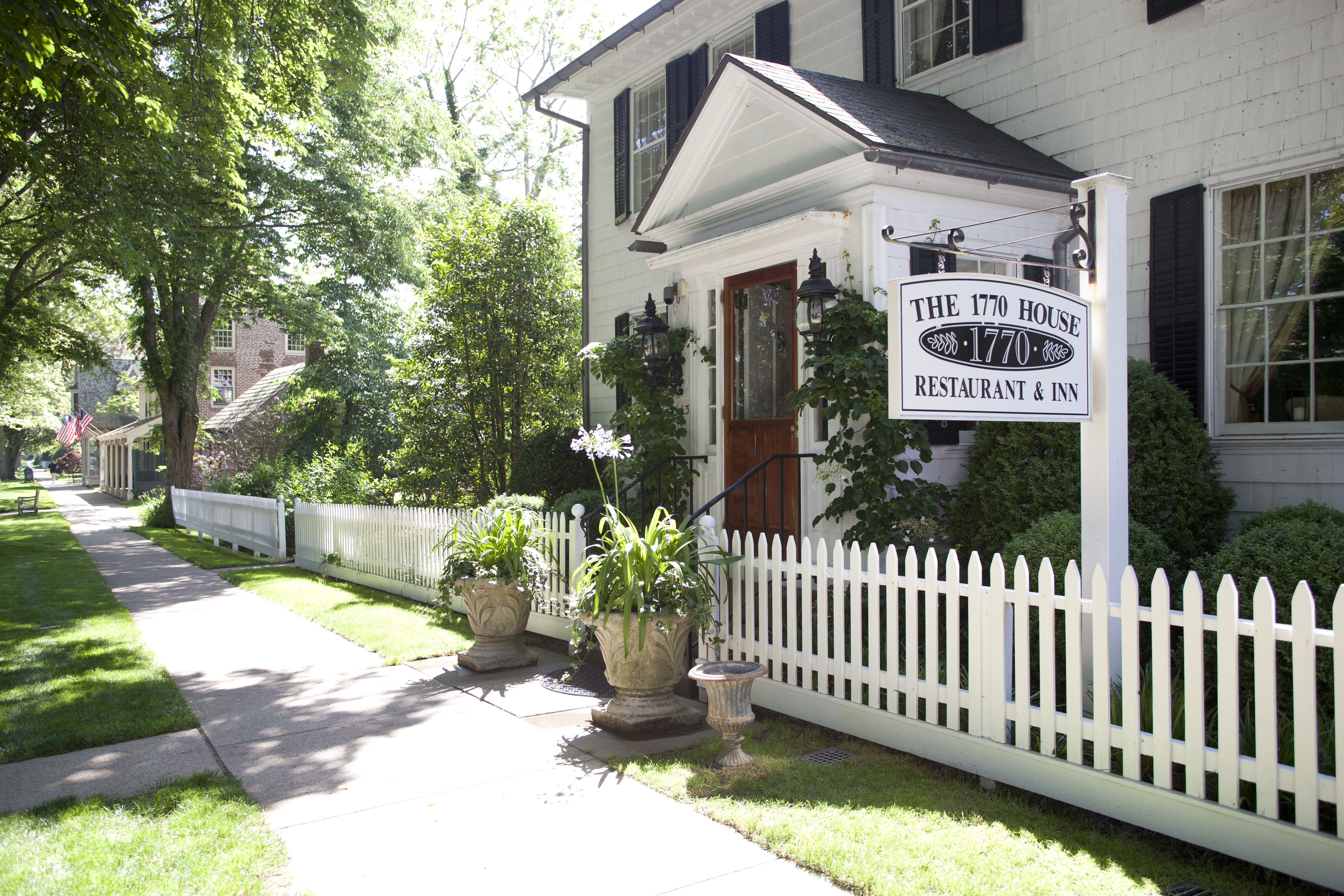 Ina Garten East Hampton Home 1770 house has a wonderful restaurant; i love their meatloaf