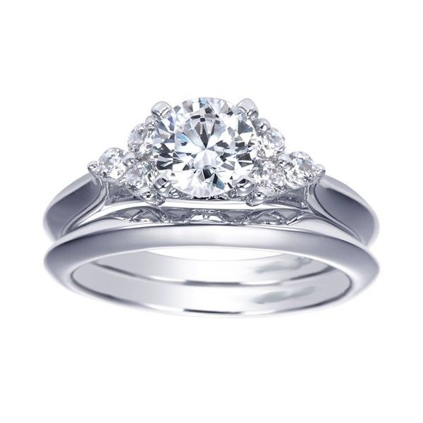 LOVE!! This is an engagement/wedding ring set. <3